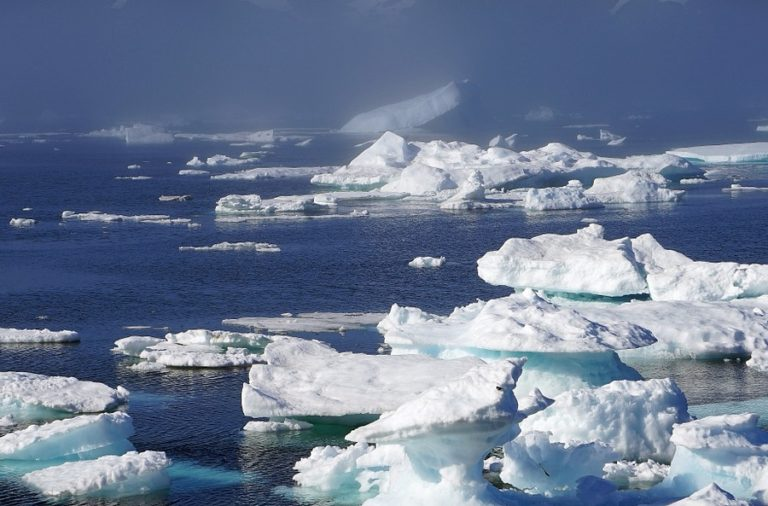 Raziskava: Na Arktiki sneži mikroplastika