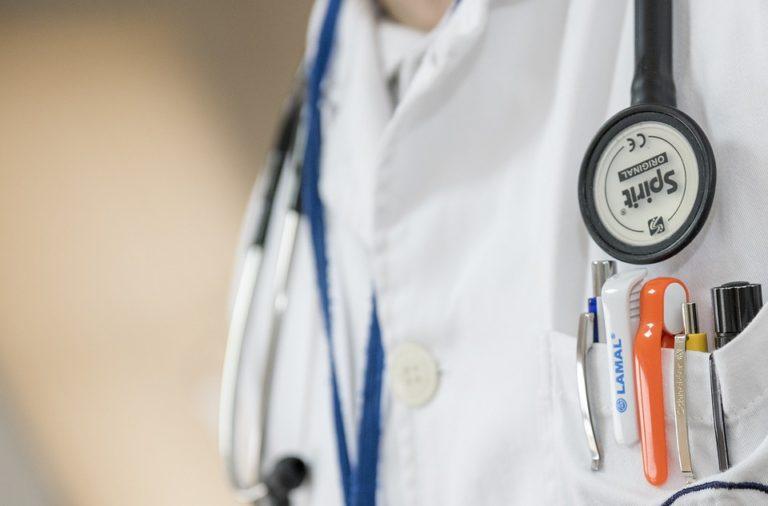 Večjezični priročnik za lažje sporazumevanje v zdravstvu